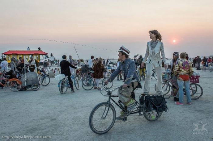 Необычный транспорт на фестивале Burning Man